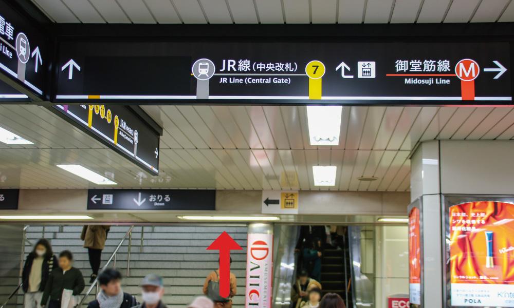 JR天王寺駅中央改札口へ向かうエスカレーター