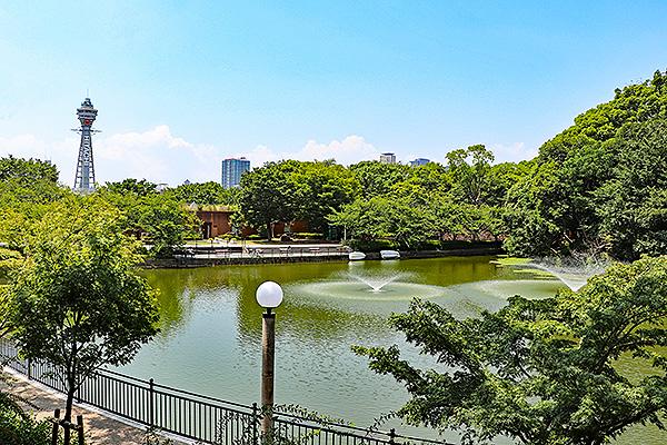 天王寺公園から通天閣を望む